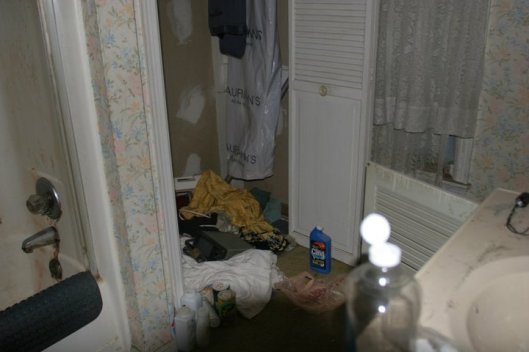 The downstairs bathroom: before